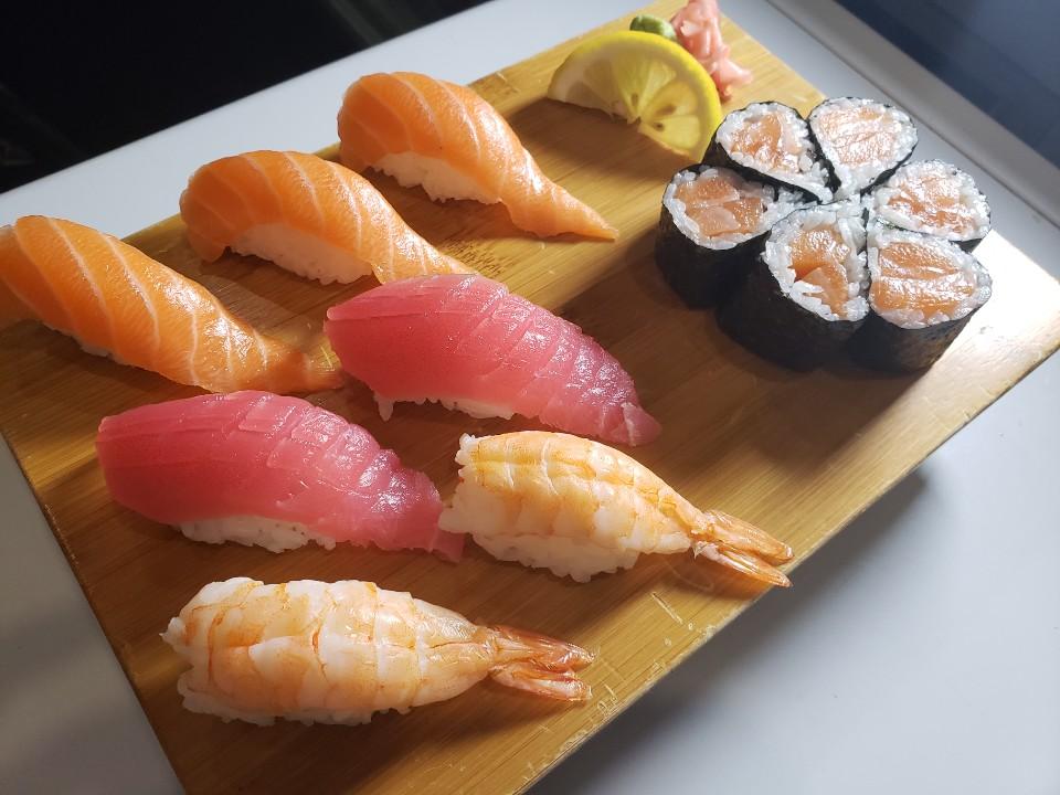 Assorted combo sushi